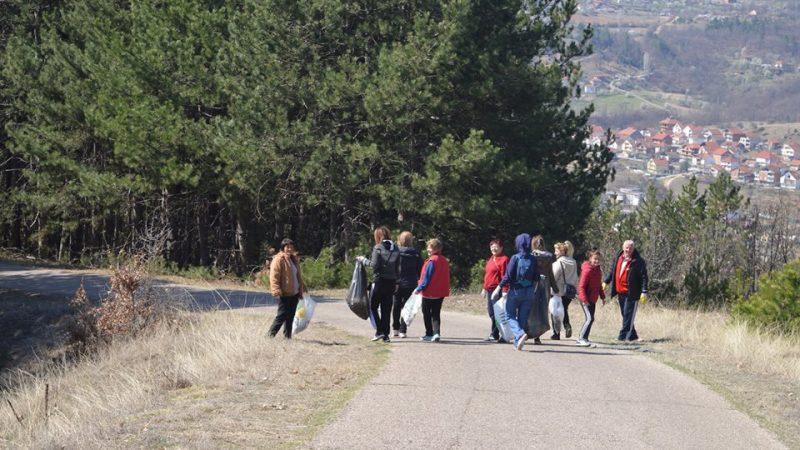 """Реализирана екоакцијата """"Пролетно чистење"""" во Македонска Каменица"""