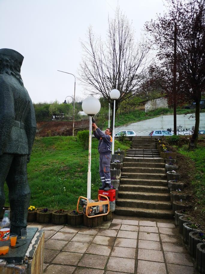 Продолжува уредувањето на урбаната опрема и зелените површини во Македонска Каменица