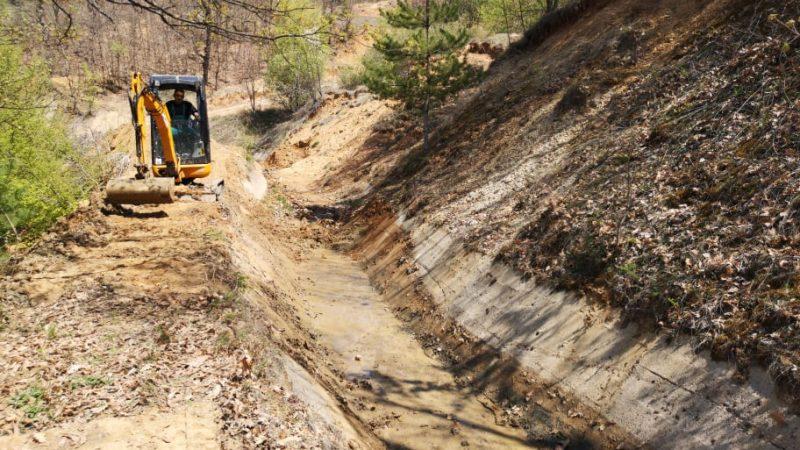 Акција за пролетно чистење на атмосферските канали во Македонска Каменица