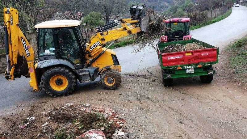 ЈП Камена Река продолжува со чистењето на дивите депонии во Македонска Каменица