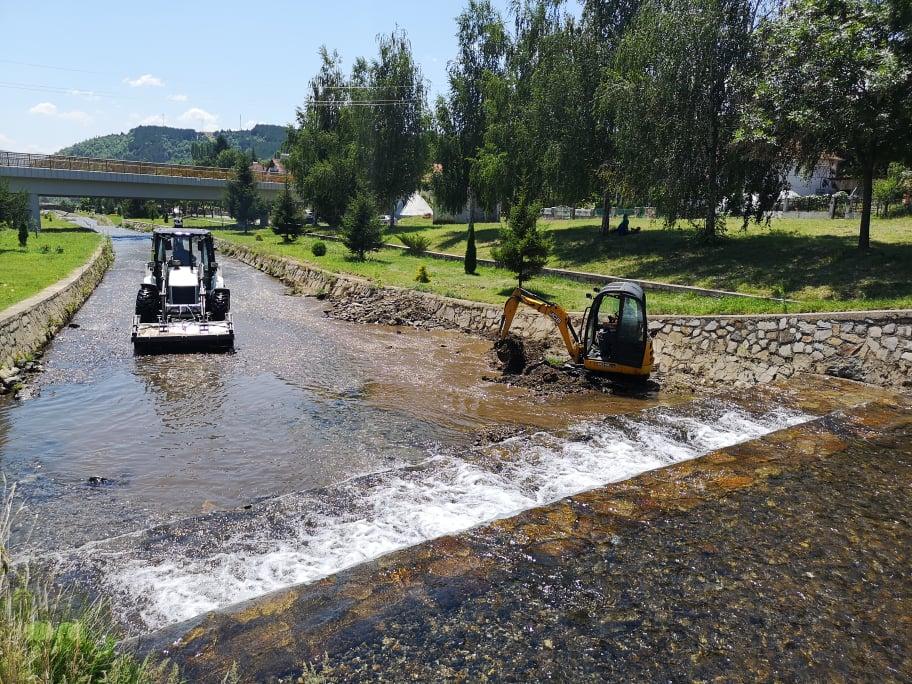 Чистење на речните корита во општина Македонска Каменица
