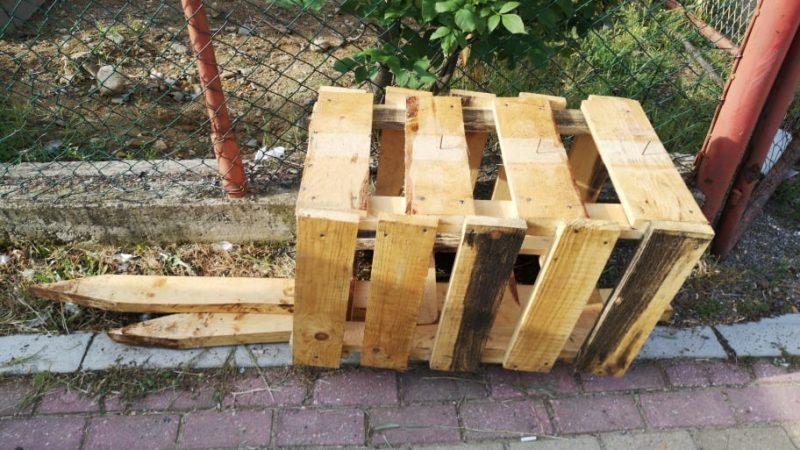 Оштетување врз дел од скоро поставените корпи за отпадоци