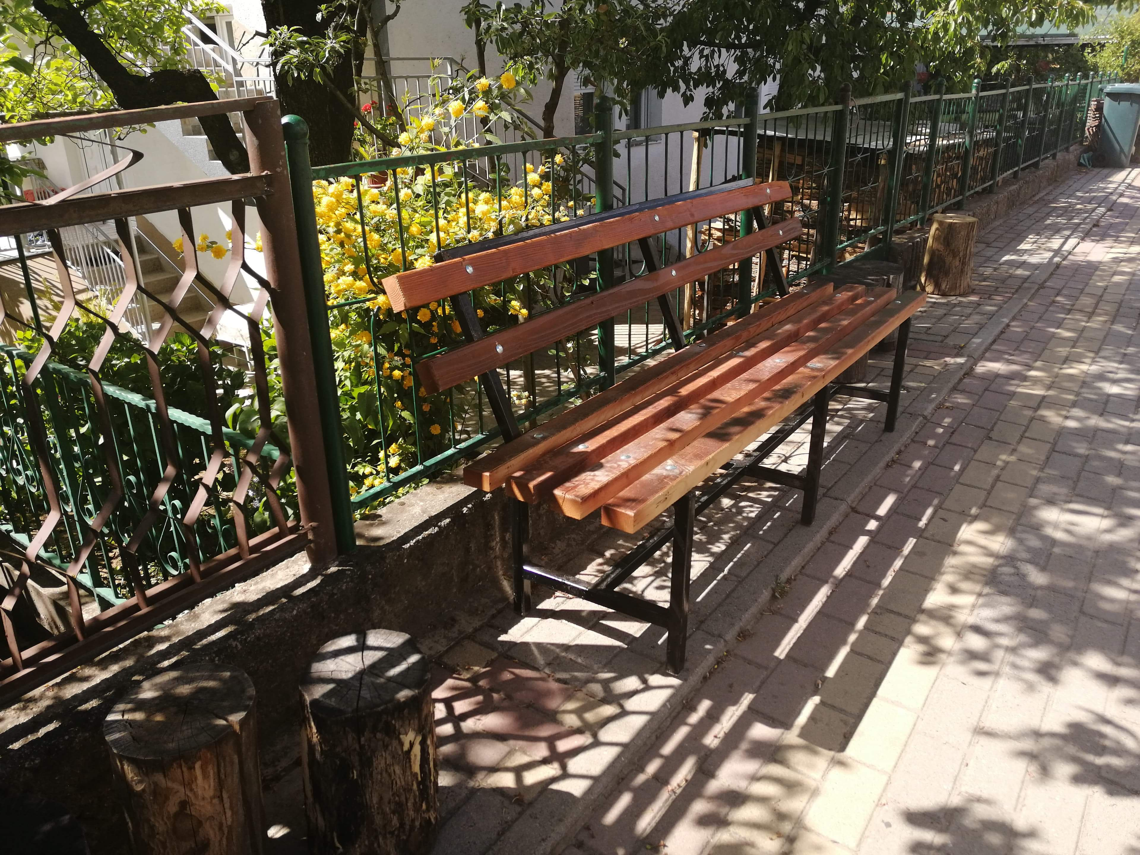 Поставување на нова урбана опрема во Македонска Каменица